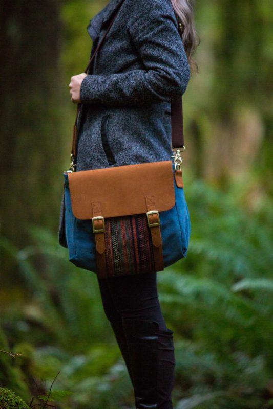 SaBi Jett Teal Messenger SOC 1237