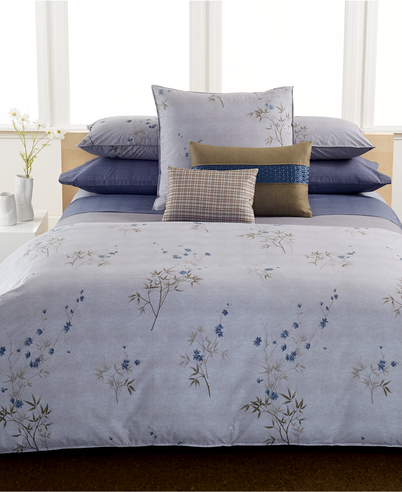 Calvin Klein Bamboo Flower Queen 3 Piece Duvet Set SOC 1049