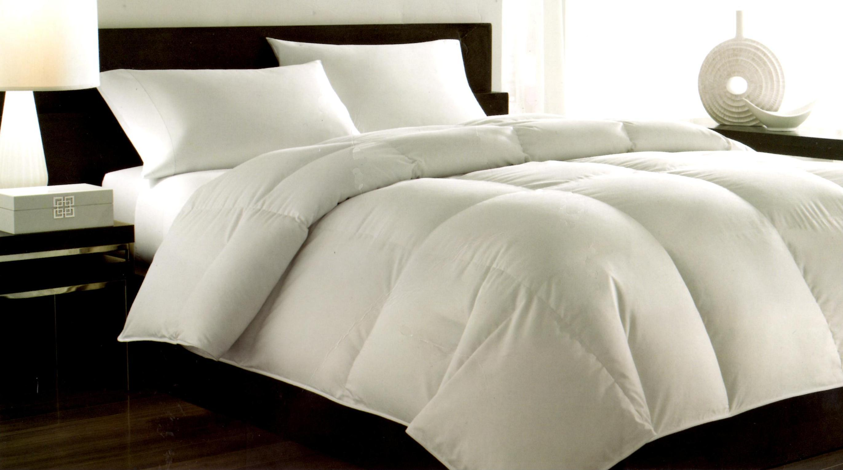 Hotel Collection Hungarian White Goose Down Queen Comforter HC001