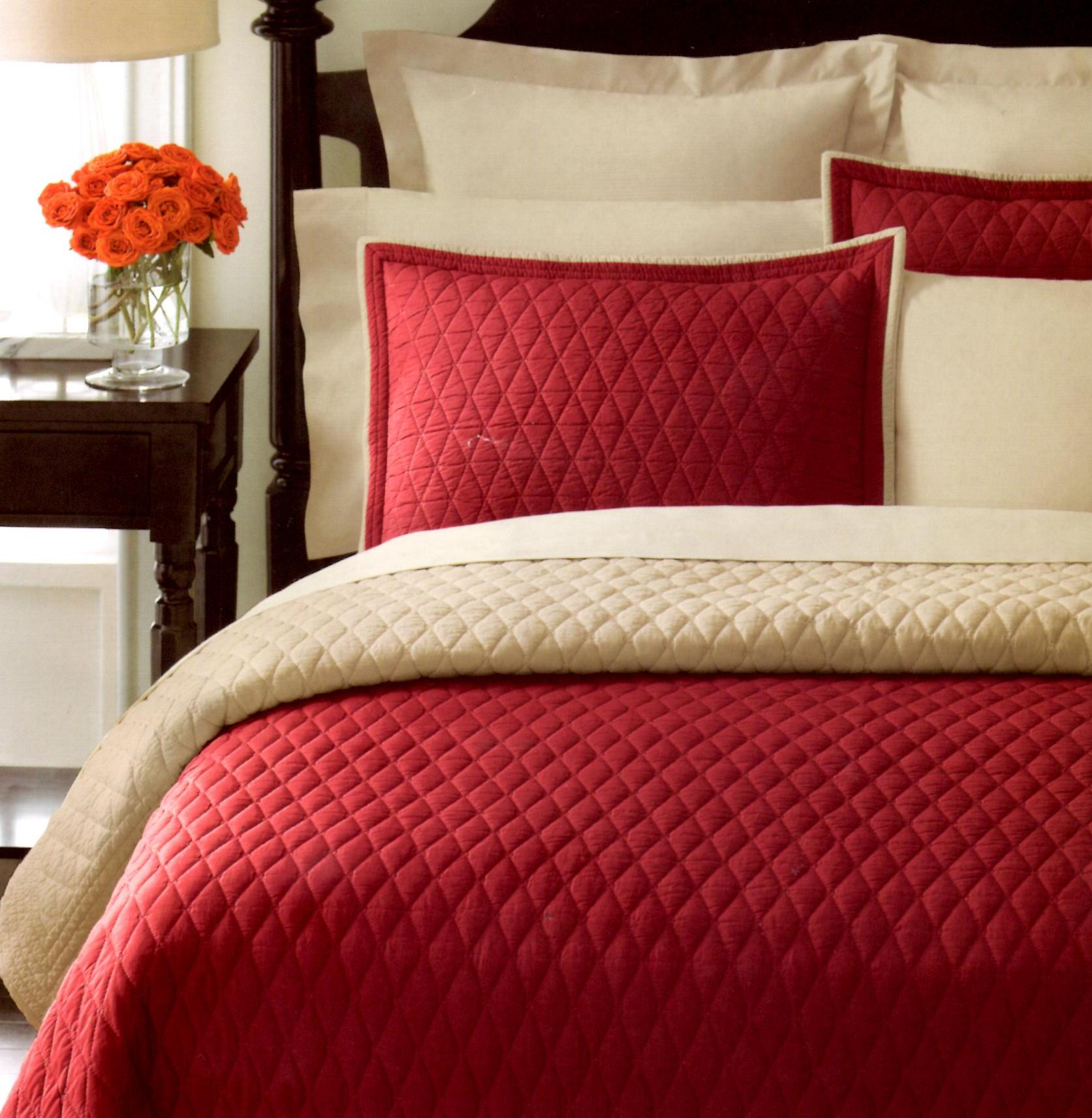 Martha Stewart Solid Diamond Red/Taupe King Quilt SOC 972